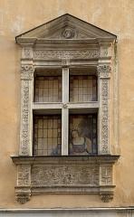 Maison - Français:   Fenêtre de la maison de la rue Saint-Nizier, Mâcon.