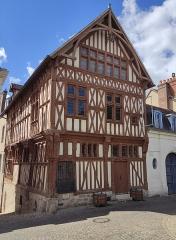 Maison de bois ou maison du bailli - Français:   Joigny, Yonne, Bourgogne, France