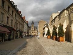 Ancienne abbaye de Saint-Corneille, abritant la Bibliothèque municipale Saint-Corneille -  Rue St Corneille