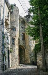 Porte de Chenizelles - English:   Old town of Laon