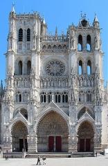 Cathédrale Notre-Dame - Français:   Amiens (Somme - France), façade de la cathédrale Notre-Dame d\'Amiens (1220-1269).