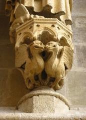 Cathédrale Notre-Dame -  Support de statue en forme de chimères - cathédrale d'Amiens