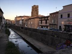 Eglise Notre-Dame - Français:   Depuis le pont d\'Ecotay, vue de la rivière Vizézy, le quai de l\'Astrée et la Collégiale Notre-Dame d\'Espérance, à Montbrison.