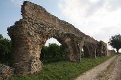 Aqueduc gallo-romain du Gier dit aussi du Mont-Pilat (également sur communes de Brignais, Lyon, Sainte-Foy-lès-Lyon, Mornant, Soucieu-en-Jarrest) -  Conduite amont du Réservoir de chasse du siphon du Garon (Aqueduc du Gier)