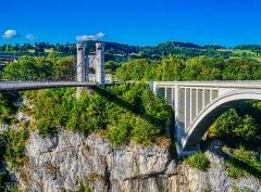 Pont suspendu de la Caille (également sur commune d'Allonzier-la-Caille) - Deutsch:   Caille- & Caquot-Brücken, Allonzier-la-Caille, Département Ober-Savoyen, Region Auvergne-Rhône-Alpes (ehemals Rhône-Alpes), Frankreich