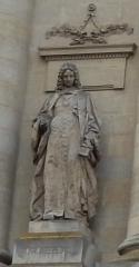 Palais de Justice - Français:   Amiens, palais de justice, façade rue Victor Hugo, statue du chancelier d\'Aguesseau par Louis-Auguste Lévêque.