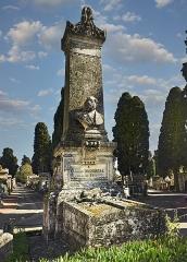 Entrée du cimetière de Terre-Cabade - English:   Terre-Cabade cemetery in Toulouse - Monument for Armand Duportal