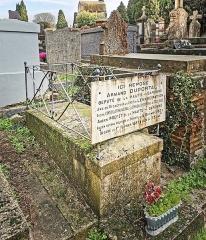 Entrée du cimetière de Terre-Cabade - English:   Terre-Cabade cemetery in Toulouse - Tomb of Armand Duportal
