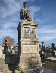 Entrée du cimetière de Terre-Cabade - English:   Terre-Cabade cemetery in Toulouse - Grave of Auguste Toulza - the statue and the bas-relief by Albert-Ernest Carrier-Belleuse.