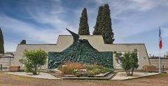 Entrée du cimetière de Terre-Cabade - French sculptor