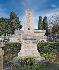Entrée du cimetière de Terre-Cabade - English:   Terre-Cabade cemetery in Toulouse -  Monument commémoratif aux soldats américains  ,