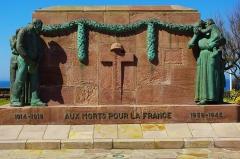 Monument aux morts de la guerre 1914-1918 - English:  memorial to the fallen in WWIl