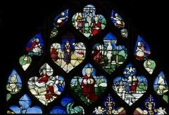 Eglise Sainte-Jeanne-d'Arc - Français:   Verriere dite de la vie de Sainte Anne, au dessus le miracle du pendu dépendu