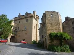 Ancien prieuré bénédictin - Français:   Logis abbatial/Porte fortifiée, Varen