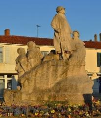 Monument à Georges Clemenceau - Français:   Sainte-Hermine en Vendée (France), monument à Georges Clemenceau, groupe sculpté par François-Léon Sicard.