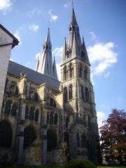 Eglise Notre-Dame-en-Vaux et son cloître - Français:   Cloître de la collégiale Notre-Dame-en-Vaux à Châlons-en-Champagne (Marne, France)