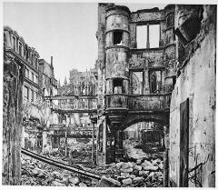 Immeuble - Français:   illustrations des dégâts de la grande guerre à la ville de Reims.