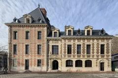 Pavillon d'Antoine de Navarre - Français:   Mairie de Charenton-le-Pont.