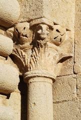 Prieuré - Français:   France - Alpes-de-Haute-Provence - Abbaye Notre-Dame de Ganagobie - Portail festonné: chapiteau