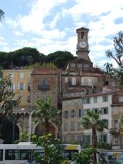Tour du Suquet, chapelle Sainte-Anne et église Notre-Dame-de-l'Espérance - Français:   Le Suquet vue sur l\'église Notre-Dame de l\'Espérance, Cannes, FRANCE