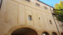 Hôtel d'Arlatan-Lauris dit aussi d'Arlatan de Montaud ou Bonnecorse-Lubières - Français:   façade intérieure hôtel Dreux Brézé