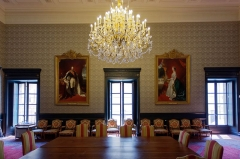 Palais de Justice - Français:   Salle du conseil dans le Palais Verdun - Cour d'appel d'Aix-en-Provence. À gauche, portrait de Napoléon III (en 1861). À droite, portrait de l'Impératrice Eugénie (en 1861).