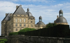 Château - This building is classé au titre des monuments historiques de la France. It is indexed in the base Mérimée, a database of architectural heritage maintained by the French Ministry of Culture,under the reference PA00082575 .