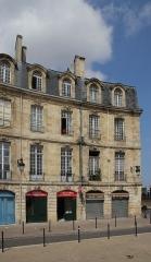 Immeuble - Français:   Immeuble (Inscrit), 12 et 13 Place Bir Hakeim , Bordeaux