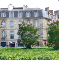 Immeuble - This building is indexed in the base Mérimée, a database of architectural heritage maintained by the French Ministry of Culture,under the reference PA00083219 .