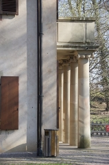 Tour et pavillon de plaisance, dits Breuscheckschlössel - Français:   Le pavillon sera ajouté à la tour en 1804 par le médecin et botaniste Thomas Lauth agrémenté d\'un portique de quatre colonnes ioniques.