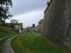 Remparts - Français:   Remparts - ancienne casemate - remparts avec glacis, porte de Bâle - anciens glacis des remparts - portes de Colmar et de Belfort (Inscrit Classé Classé Classé)