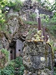 Champ de bataille de l'Hartmannswillerkopf dans la forêt communale (également sur communes de Hartmannswiller, Soultz-Haut-Rhin, Wattwiller et Wuenheim) - Français:   Position fortifiée allemande (Première Guerre mondiale) du \