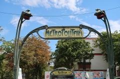 Métropolitain, station Pasteur - Français:   Détail d'une des bouches du métro Pasteur, boulevard Pasteur (Paris, 15e).