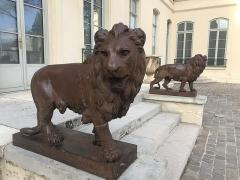 Château - Français:   Château de Croissy sur seine détail lions