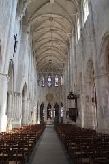 Eglise Saint-Pierre - Français:   Église Saint-Pierre de Montfort-l'Amaury en France.
