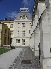Ancienne abbaye du Val-de-Grâce, puis hôpital militaire - Français:   Val-de-Grâce, Paris (75005). Cour Broussais.