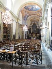 Couvent des Carmes - Français:   Paris (6e), église Saint-Joseph-des-Carmes, nef avec au fond le chœur et son maître-autel.
