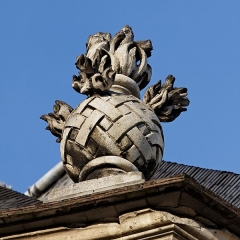 Hôtel des Invalides -  Une grenade ornant la toiture des Invalides sur sa façade nord.