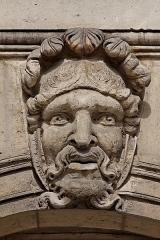 Hôtel des Invalides -  Un mascaron place Vauban, les Invalides.