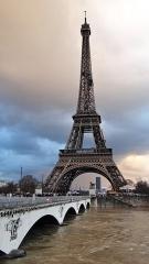 Pont d'Iéna - Français:   Pont d'Iéna et Tour Eiffel, crue de la Seine 2018