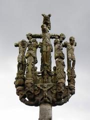 Chapelle de Saint-Herbot avec son calvaire - Français:   Calvaire de Saint-Herbot en Plonévez-du-Faou (29).