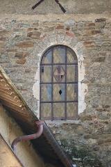 Eglise Notre-Dame-en-Saint-Mélaine - Français:   Église Notre-Dame-en-Saint-Melaine de Rennes (35). Fenêtre romane de la costale ouest du transept sud.