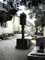 Eglise Sainte-Croix - Français:   Calvaire de la chapelle Sainte-Croix sise à Josselin (56). Vue orientale.