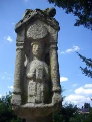 Eglise Sainte-Croix - Français:   Calvaire de la chapelle Sainte-Croix de Josselin (Morbihan, France): face méridionale
