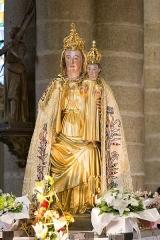 Eglise Notre-Dame-de-la-Joie - Français:   Statue de Notre-Dame de Joie dans la basilique Notre-Dame-de-la-Joie de Pontivy.