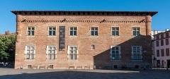 Ancien collège Saint-Raymond - Français:   Musée Saint-Raymond depuis la place Saint-Sernin