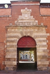 Ancien petit Séminaire de l'Esquile - Français:   Portail du collège de l\'Esquile - 1556