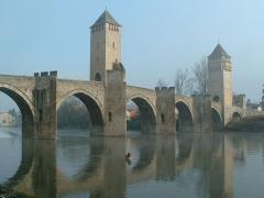 Pont Valentré - This building is classé au titre des monuments historiques de la France. It is indexed in the base Mérimée, a database of architectural heritage maintained by the French Ministry of Culture,under the reference PA00095027 .