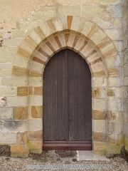 Ancien prieuré grandmontain de Fontblanche - Deutsch:   Grandmontine Priory Fontblanche, comm. Genouilly, Département Cher, France, north portal