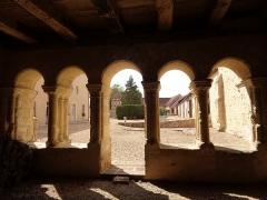 Ancien prieuré grandmontain de Fontblanche - Deutsch:   Grandmontine Priory Fontblanche, comm. Genouilly, Département Cher, France, inside of the chapter house